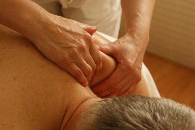 massage des épaules
